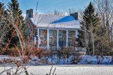 vieux presbytère en hiver